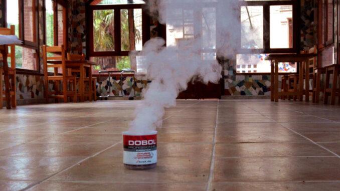 Fumigación con humo para cucarachas